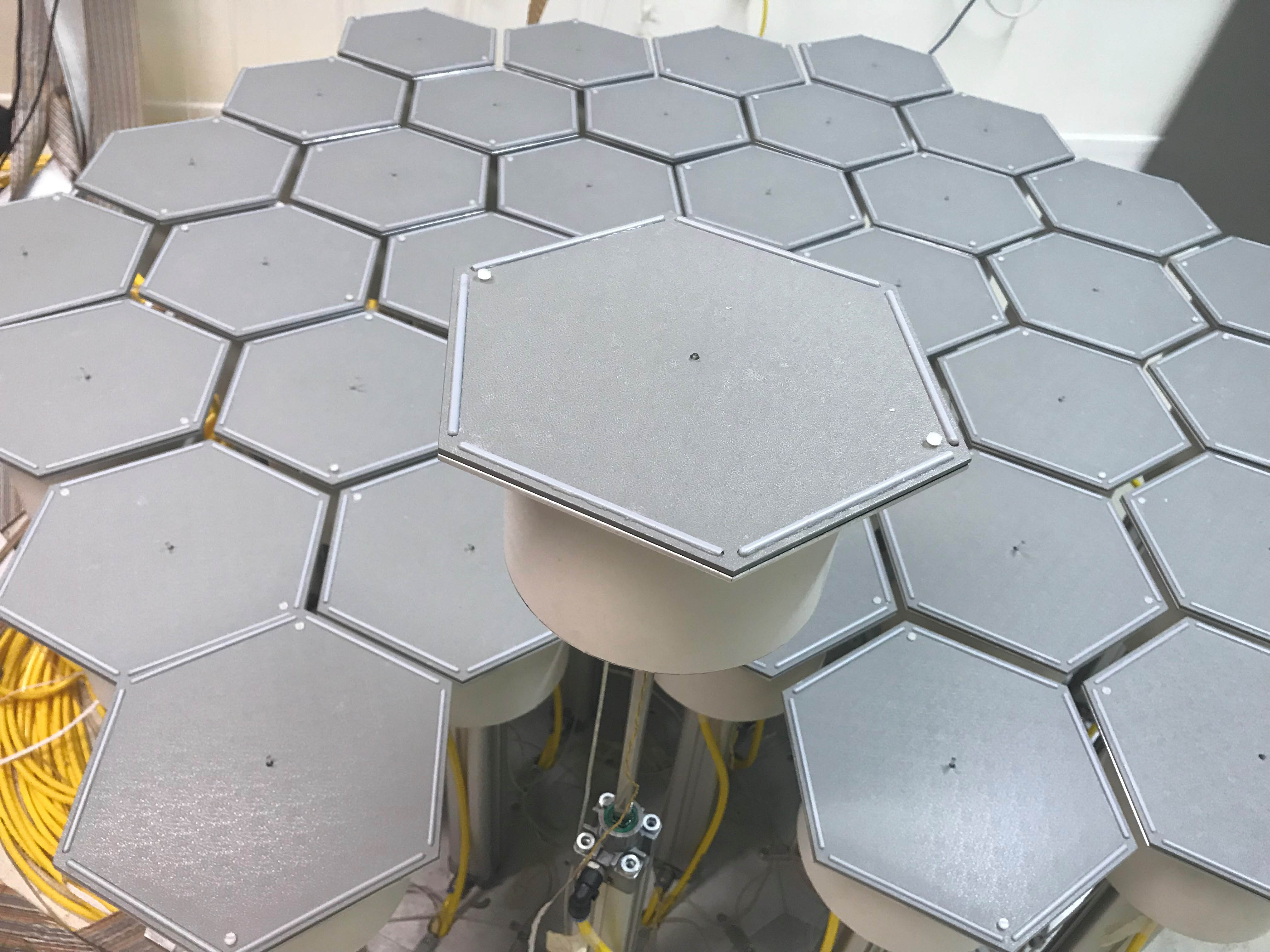 Honeycomb maze raised platform